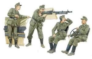 German Halftrack Crewmen Dragon 6193 in 1-35
