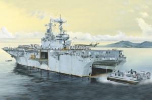 USS Essex LHD-2 model Hobby Boss 83403 in 1-700