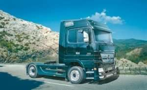 Mercedes-Benz Actros - Black Edition in scale 1-24 Italeri 3841