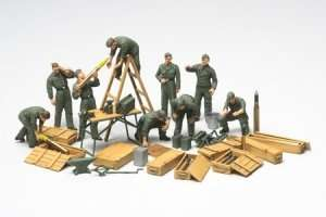 Tamiya 32547 WWII German Tank Crew Field Maintenance Set