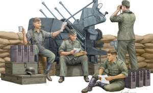 German Anti-Aircraft Gun Crew in scale 1-35