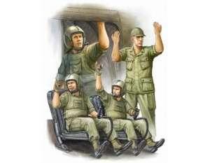 Trumpeter 00417 US Army CH-47 Crew in Vietnam