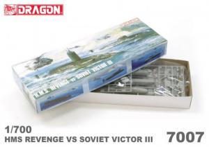 Dragon 7007 HMS Revenge kontra Victor III model 1-700