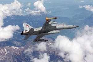 Italeri 1382 Samolot F-5 F Tiger II skala 1-72