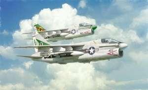 Italeri 1411 Samolot A-7E Corsair II