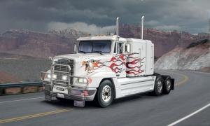 Italeri 3925 Ciężarówka Freightliner FLD 120 Special