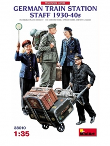 Model MiniArt 38010 German Train station Staff 1930-40