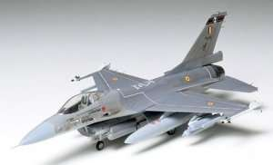 Tamiya 60701 Fighter F-16
