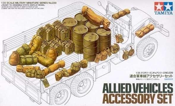 Zestaw kanistrów, beczek, worków innych akcesoriów do pojazdów, plastikowe akcesoria do sklejania Tamiya 35229 w skali 1:35.-image_Tamiya_35229_1