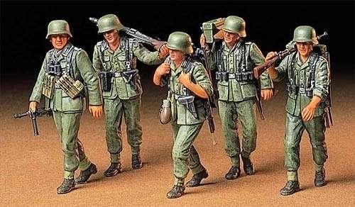 Niemieccy żołnierze na manewrach, plastikowe figurki do sklejania Tamiya 35184 w skali 1:35-image_Tamiya_35184_1