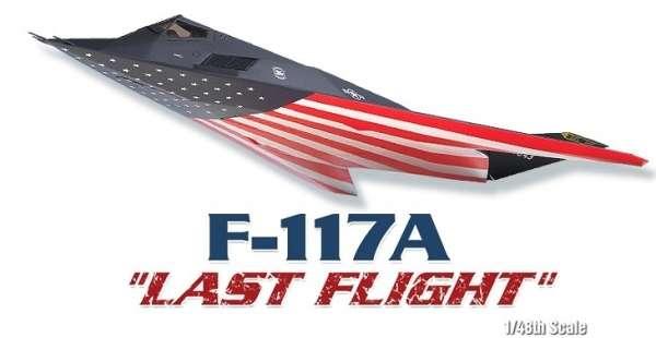 Amerykański bombowiec model_academy_12219_f117a_lockhead_image_2-image_Academy_12219_3