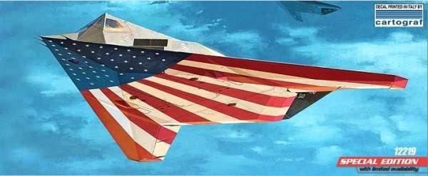 Amerykański bombowiec model_academy_12219_f117a_lockhead_image_3-image_Academy_12219_3