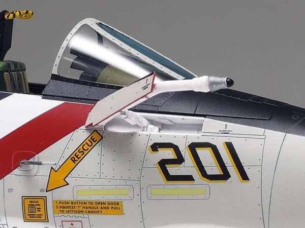 Myśliwiec Grumman F-14A Tomcat model do sklejania w skali 1:48, model Tamiya 61114_image_6-image_Tamiya_61114_3