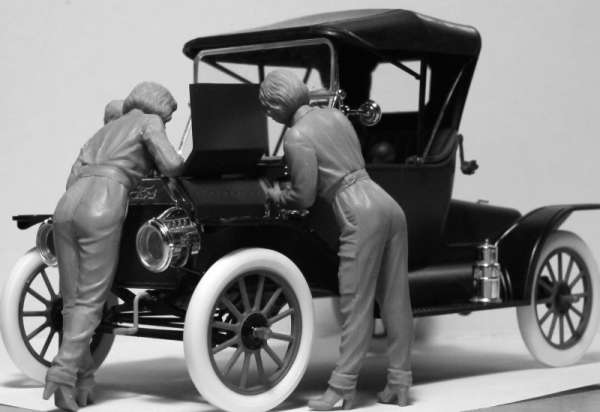 ICM 24009 w skali 1:24 - American Mechanics 1910s - image b-image_ICM_24009_3