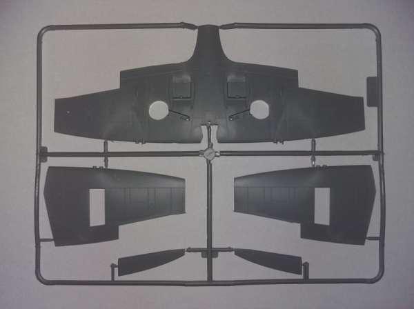 ICM 48060 w skali 1:48 - model Spitfire Mk.IXC Beer Delivery do sklejania - image e-image_ICM_48060_3