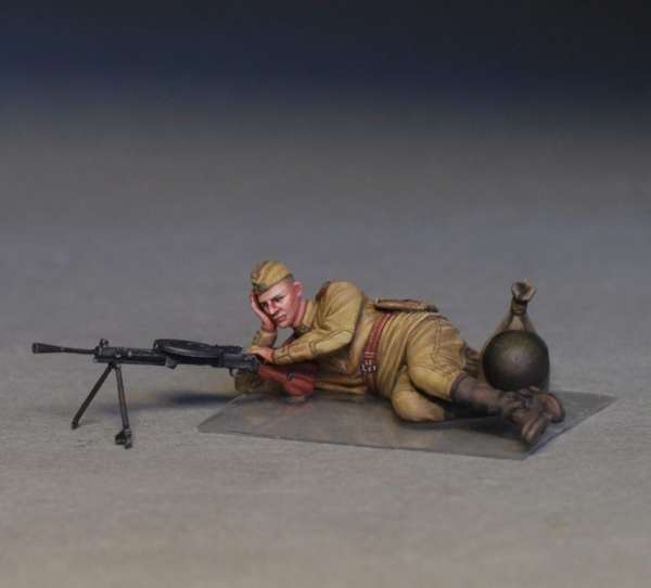 MiniArt 35233 w skali 1:35 - figurki Soviet soldiers taking a break do sklejania - image v-image_MiniArt_35233_3