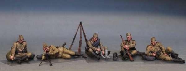 MiniArt 35233 w skali 1:35 - figurki Soviet soldiers taking a break do sklejania - image e-image_MiniArt_35233_3