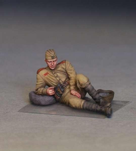 MiniArt 35233 w skali 1:35 - figurki Soviet soldiers taking a break do sklejania - image p-image_MiniArt_35233_3