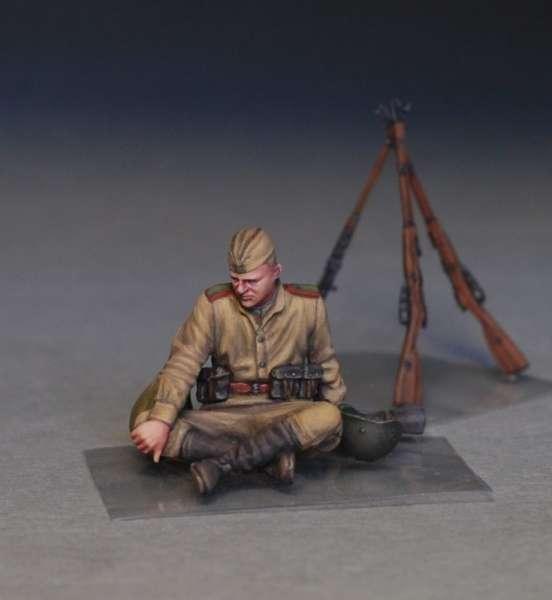 MiniArt 35233 w skali 1:35 - figurki Soviet soldiers taking a break do sklejania - image i-image_MiniArt_35233_3