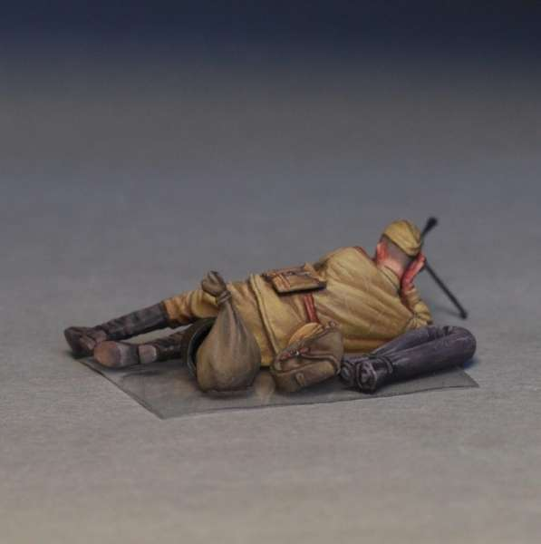 MiniArt 35233 w skali 1:35 - figurki Soviet soldiers taking a break do sklejania - image r-image_MiniArt_35233_3