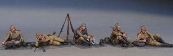 MiniArt 35233 w skali 1:35 - figurki Soviet soldiers taking a break do sklejania - image f-image_MiniArt_35233_3