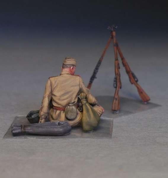 MiniArt 35233 w skali 1:35 - figurki Soviet soldiers taking a break do sklejania - image k-image_MiniArt_35233_3