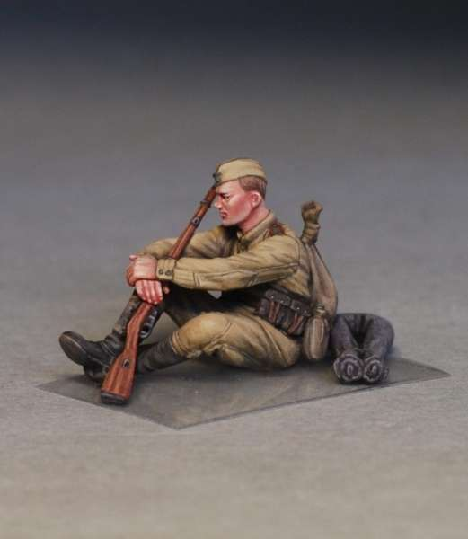 MiniArt 35233 w skali 1:35 - figurki Soviet soldiers taking a break do sklejania - image g-image_MiniArt_35233_3