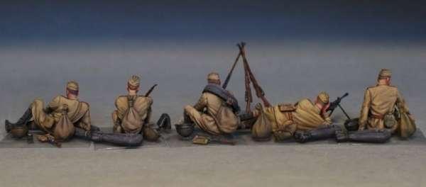 MiniArt 35233 w skali 1:35 - figurki Soviet soldiers taking a break do sklejania - image t-image_MiniArt_35233_3