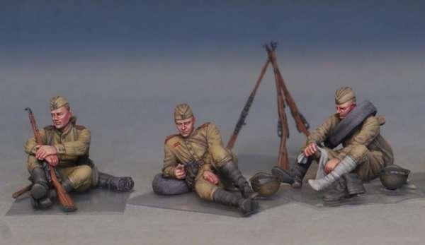 MiniArt 35233 w skali 1:35 - figurki Soviet soldiers taking a break do sklejania - image w-image_MiniArt_35233_3