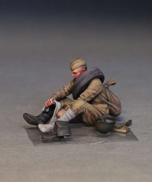 MiniArt 35233 w skali 1:35 - figurki Soviet soldiers taking a break do sklejania - image l-image_MiniArt_35233_3