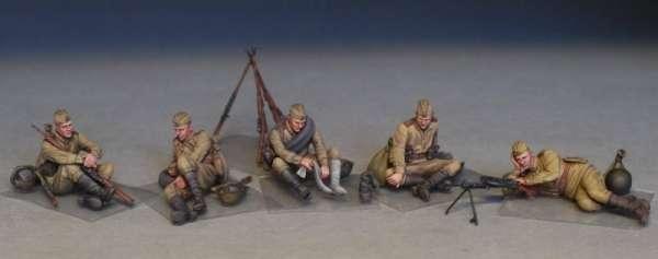 MiniArt 35233 w skali 1:35 - figurki Soviet soldiers taking a break do sklejania - image a-image_MiniArt_35233_3