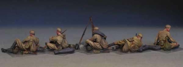 MiniArt 35233 w skali 1:35 - figurki Soviet soldiers taking a break do sklejania - image c-image_MiniArt_35233_3