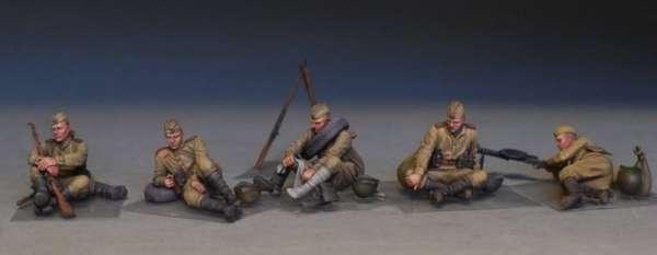 MiniArt 35233 w skali 1:35 - figurki Soviet soldiers taking a break do sklejania - image b-image_MiniArt_35233_3