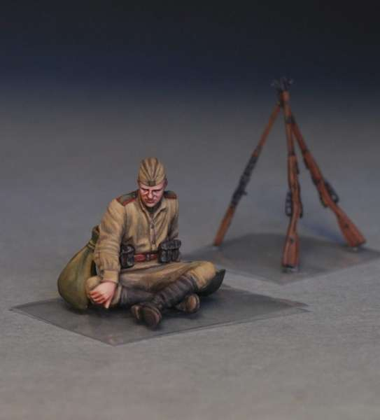 MiniArt 35233 w skali 1:35 - figurki Soviet soldiers taking a break do sklejania - image d-image_MiniArt_35233_3