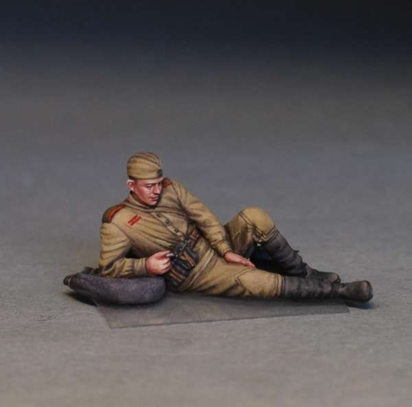 MiniArt 35233 w skali 1:35 - figurki Soviet soldiers taking a break do sklejania - image s-image_MiniArt_35233_3