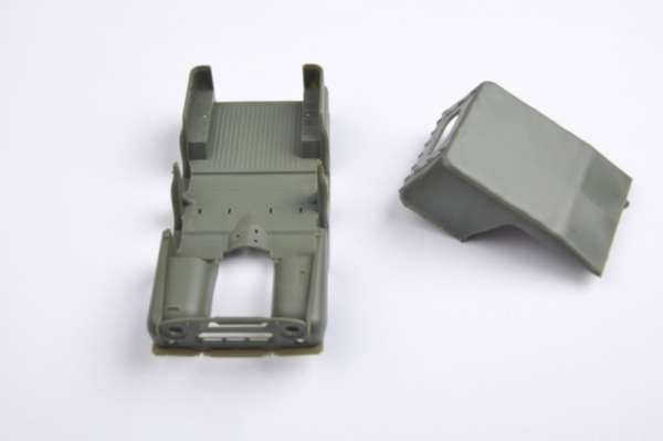 plastikowy-model-do-sklejania-uaz-469-sklep-modelarski-modeledo-image_Trumpeter_02327_10