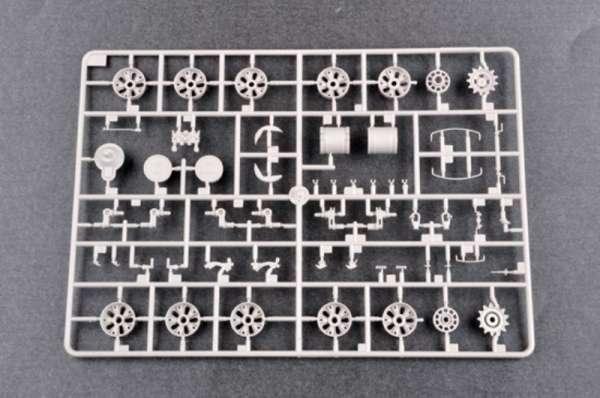plastikowy-model-do-sklejania-czolgu-t-62-1975-sklep-modelarski-modeledo-image_Trumpeter_01552_20