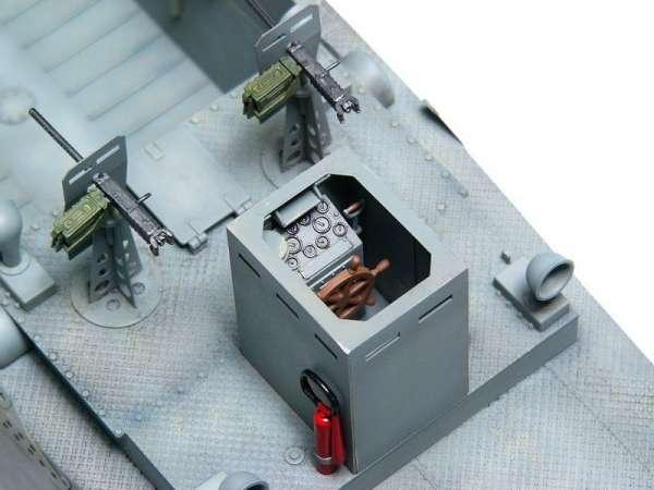 plastikowy-model-do-sklejania-barki-desantowej-lcm-3-sklep-modelarski-modeledo-image_Trumpeter_00347_3