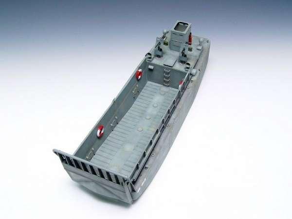 plastikowy-model-do-sklejania-barki-desantowej-lcm-3-sklep-modelarski-modeledo-image_Trumpeter_00347_4