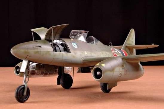 German fighter Messerschmitt Me262_a_1a plastikowy_model_do_sklejania_trumpeter_02235_image_7-image_Trumpeter_02235_1