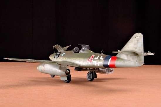 German fighter Messerschmitt Me262_a_1a plastikowy_model_do_sklejania_trumpeter_02235_image_8-image_Trumpeter_02235_1