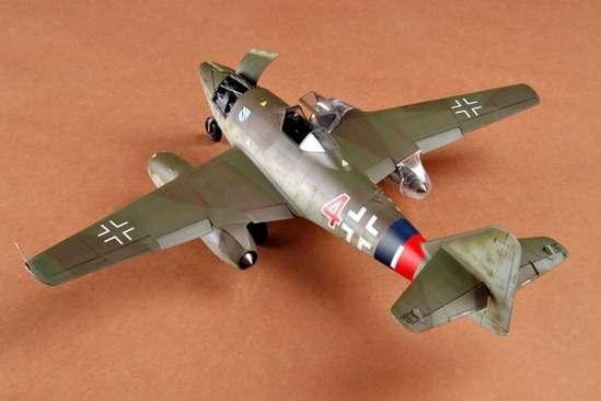 German fighter Messerschmitt Me262_a_1a plastikowy_model_do_sklejania_trumpeter_02235_image_9-image_Trumpeter_02235_1