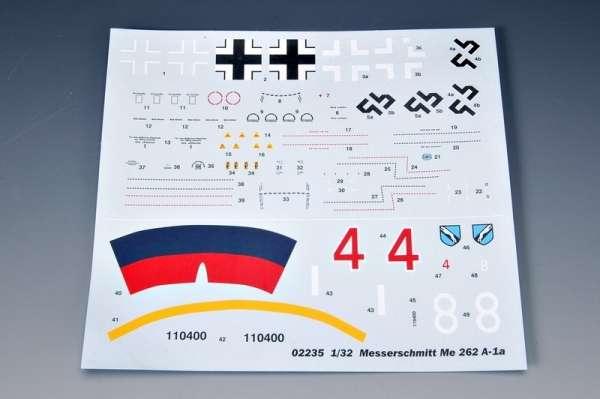 German fighter Messerschmitt Me262_a_1a plastikowy_model_do_sklejania_trumpeter_02235_image_12-image_Trumpeter_02235_3