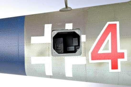 German fighter Messerschmitt Me262_a_1a plastikowy_model_do_sklejania_trumpeter_02235_image_4-image_Trumpeter_02235_1