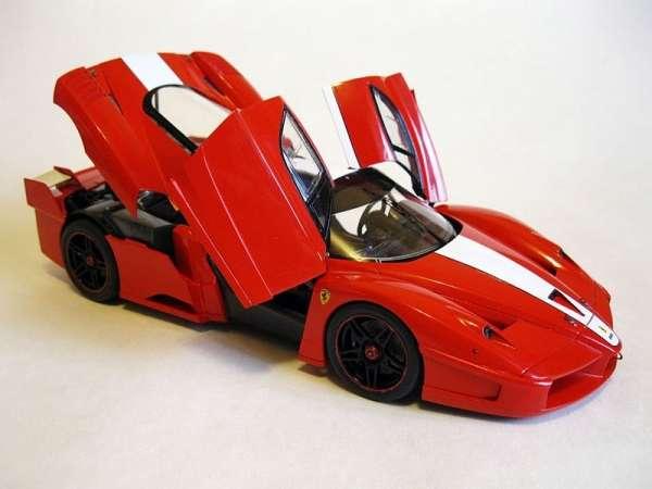 Włoski samochód Ferrari FXX, plastikowy model do sklejania Tamiya 24292 w skali 1:24.-image_Tamiya_24292_1